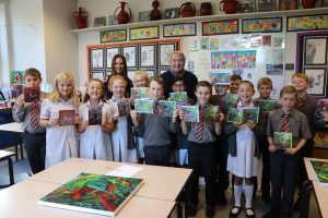 Ghyll Royd children pose with artist Ian Middleton